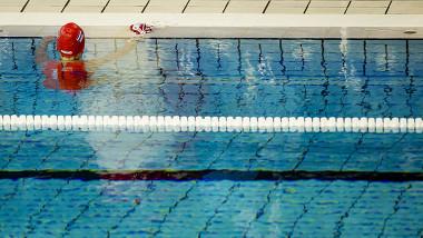 zwembad ontucht