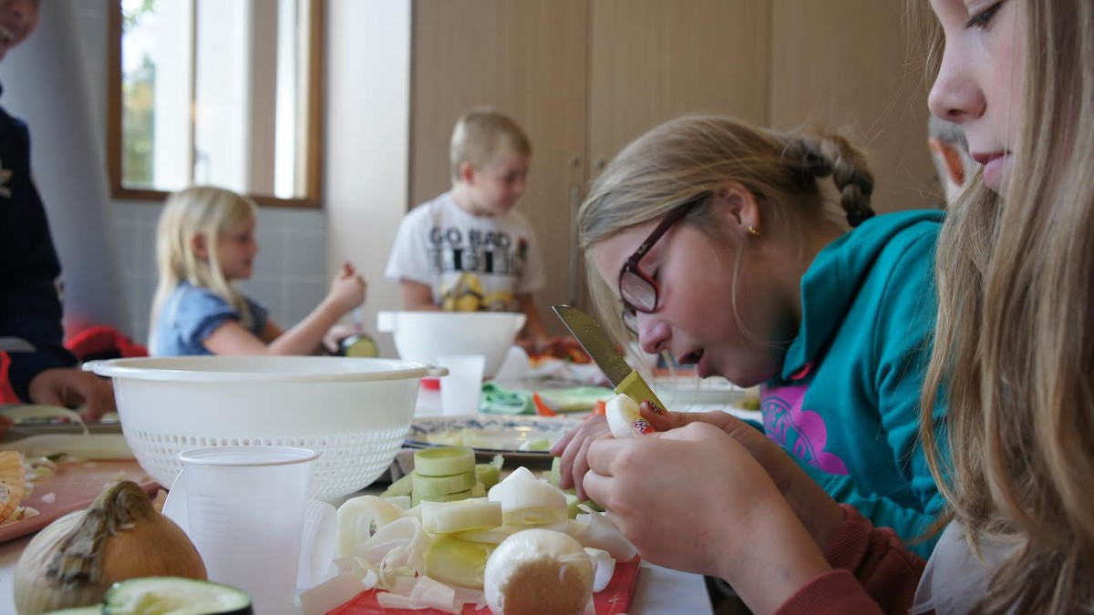 Nh in beeld kinderen koken voor ouderen for Beeldkoken