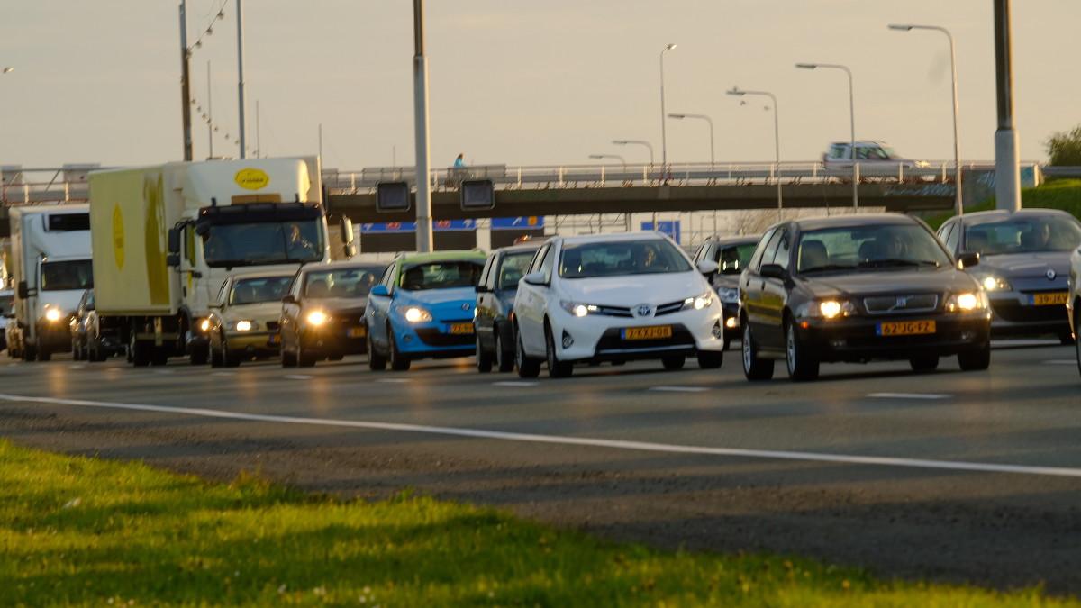 'Spookrijder' veroorzaakt ongeluk op A2 bij Vinkeveen: één rijstrook open.