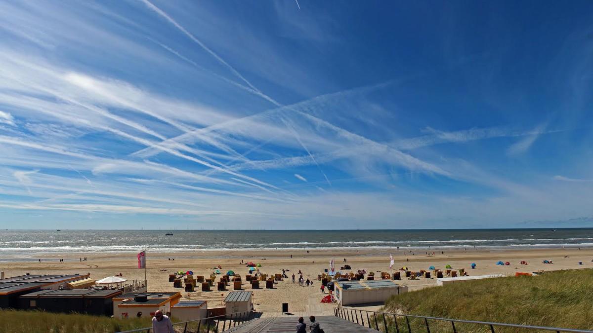 NH | Met een windscherm op het strand