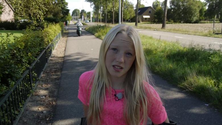 Nh scooterrijder rijdt meisje 13 van haar fiets als ik ietsje hoger in mijn nek was - Foto tiener ruimte meisje ...