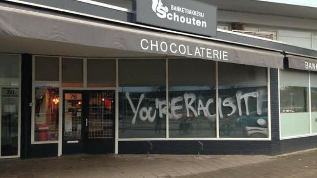 Nh bakkerij beklad vanwege zwarte piet in etalage for Bakkerij amsterdam west
