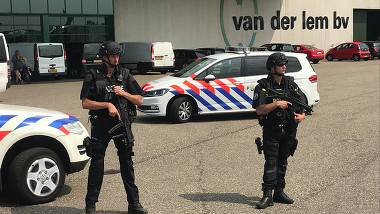 Politie bij bedrijf Uitgeest na vondst 700 kilo cocaïne